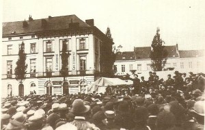 Anseele speaks at a rally in Ghent for general suffrage